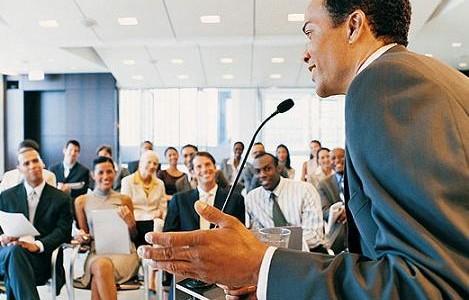 El elemento más importante que acompaña al discurso es el mensaje no verbal enviado por el cuerpo. No se pretende aquí mostrar una guía de como actuar sino plantear la […]
