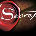 """El Secreto es la """"Ley de la atracción"""", tesis que postula que los pensamientos positivos atraen riqueza, salud, felicidad y relaciones. La productora de TV australiana Rhonda Byrnes, basándose en […]"""